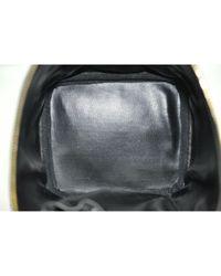 Bolsos de viaje en cuero negro Chanel de color Black