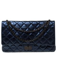 Bolsa de mano en cuero azul 2.55 Chanel de color Blue
