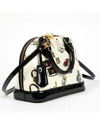 Bolsa de mano en charol crudo Alma BB Louis Vuitton de color Multicolor