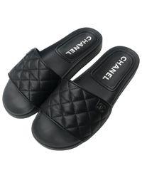 Sandali in pelle nero di Chanel in Black