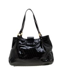 Bolsa de mano en charol negro Fendi de color Black