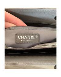Sac à main en cuir cuir Shopping gris Chanel en coloris Gray
