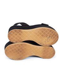 Sandales compensées velours noir Chanel en coloris Black