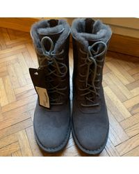 Bottines & low boots plates cuir gris Ugg en coloris Gray