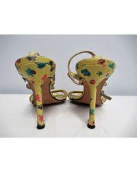 Sandales à talons cuir jaune Versace en coloris Multicolor