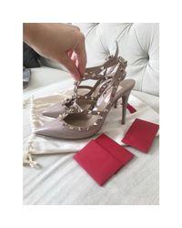 Escarpins cuir verni Rockstud rose Valentino en coloris Pink