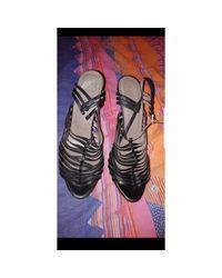 Sandales à talons cuir noir Versace en coloris Black