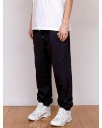 URBANDTYPE Black Arch Logo Sweatpants for men