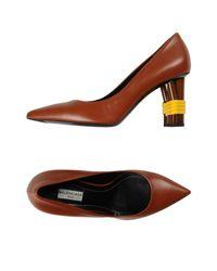 Zapatos de salón Balenciaga de color Brown