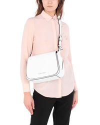 Bolso de asas largas Calvin Klein de color White