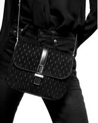 MONOGRAM ALL OVER small satchel en cuir verni Saint Laurent en coloris Black