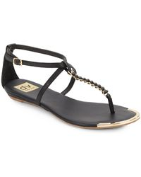 DV by Dolce Vita Anyaa Embossed Chain-Detail Thong Sandals black - Lyst