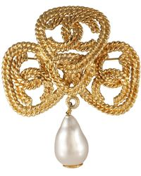 Chanel Gold Cc Pearl Drop Pin - Metallic