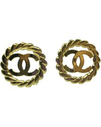 Chanel Gold Tone Cc Logo/chain Statement Clip On Earrings - Metallic