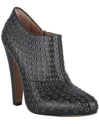 Alaïa Black Leather Grommet Detailed Booties - Lyst
