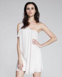 Alice + Olivia One-Shoulder Draped Dress - Lyst
