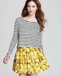 Alice + Olivia Striped Cropped Sweater - Lyst