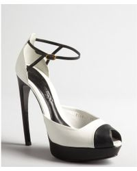 Alexander McQueen White and Black Curved Heel Peep Toe Pumps - Lyst