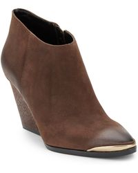 Boutique 9 Isalla Distressed Leather Ankle Boots - Lyst