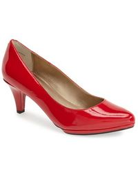 Me Too 'Andrea' Patent Leather Pump - Lyst