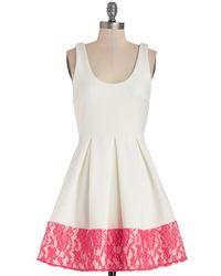 Coco Love Floral Di Latte Dress in White