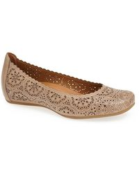 Earthies® Women'S 'Bindi' Flat - Lyst