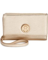 Tommy Hilfiger Lucky Charm Pebble Leather Iphone Wristlet - Metallic
