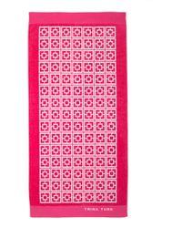 Trina Turk Palm Spring Block Towel pink - Lyst