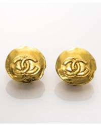 Chanel Pre-owned Gold Cc Hammered Clip-on Earrings - Lyst
