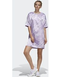 adidas All Over Print Satin T-Shirt Dress - Morado