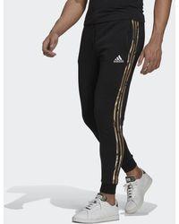 adidas Essentials Fleece Camo-Print Hose - Schwarz