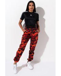 AKIRA Camo Cargo Trousers - Red