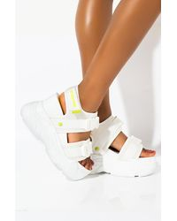 AKIRA Just Peachy Chunky Flatform Sandal - White