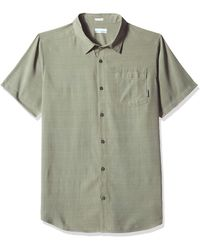 Columbia Mossy TrailTM Short Sleeve Shirt Maglietta da Uomo - Verde