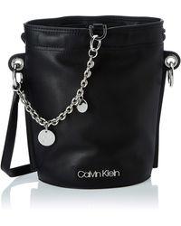 Calvin Klein Chained Sml Bucket - Negro