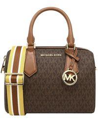 Michael Kors HAYES SMALL DUFFLE BAG IN MK LOGO BROWN/LUGGAGE - Marrone