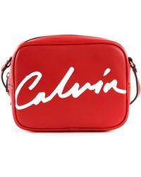 Calvin Klein Sculpted Camera Cross Body Bag Rot