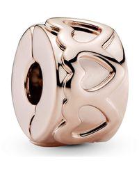 PANDORA Clip Gereihte Herzen in 14 Karat rosévergoldeter Metalllegierung aus der Moments Collection - Pink
