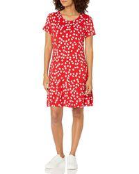 Amazon Essentials Short-Sleeve Scoopneck Swing Dress Robe - Rouge