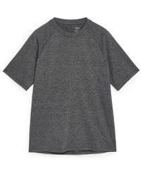 ARKET Kurzärmeliges Sport-T-Shirt - Grau