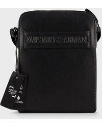 Emporio Armani Umhängetasche aus Lederfaserstoff mit Logoband - Schwarz