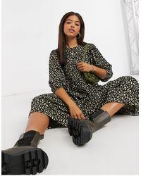 ONLY – Gestuftes Midi-Hängerkleid mit kräftigem Animal-Print - Mehrfarbig