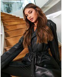 ASOS Veste mum style années 90 en imitation cuir avec ceinture - Noir