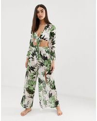 PrettyLittleThing Pantalones con pernera abierta y estampado - Blanco