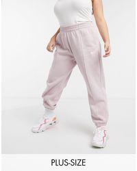 Nike Plus - Joggers oversize rosa chiaro con logo piccolo