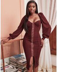 Lavish Alice X Patricia Bright - Robe fourreau mi-longue côtelée coupe décontractée à manches bouffantes avec ceinture - Baies - Rouge