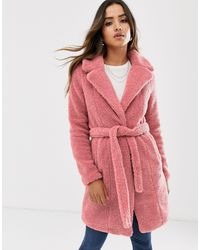 Vero Moda – Mantel aus Fellimitat mit Gürtel - Pink