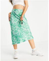 TOPSHOP Falda midi verde con corte al bies y estampado