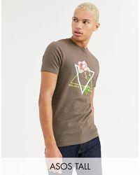 ASOS Tall – Eng geschnittenes T-Shirt mit Rosenprint und Neon-Text - Braun