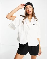 Fred Perry Chemise coupe carrée à manches fendues - Blanc